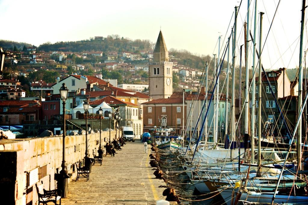 Порт в городе Муджия, Италия