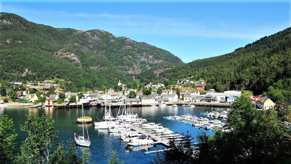Яхтенная марина в городе Jondal. Норвегия